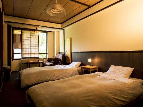 【スタンダード洋室】カーペットの上にベッドがあり、靴を脱いでゆったり過ごせる※広さ:21㎡