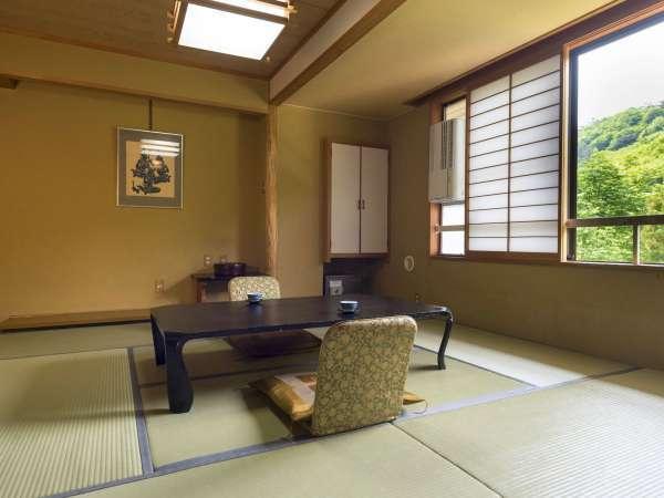 【スタンダード和室36㎡・10畳・定員5名】蔵王の四季を眺めながら、和の雰囲気の中でゆったり寛ぐ