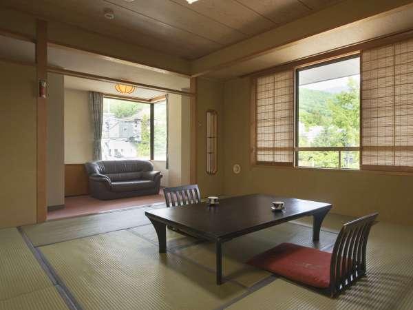 【和室角部屋46㎡・12.5畳・定員6名】各階の角部屋に位置し、蔵王の景色を漫喫するバス付きの和室