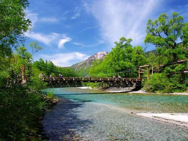 【春の上高地】河童橋。新緑の季節。