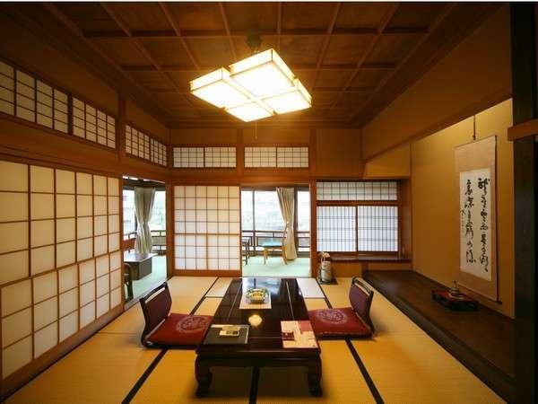 【あやめの間】 かつて御皇族の方も滞在された由緒ある2階の特別室でございます。