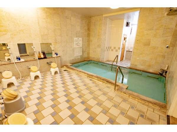 トロン温泉(写真は男性大浴場)