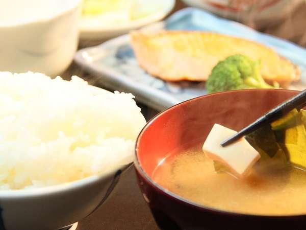 日替わりで福井のおいしいご飯と地元の食材を中心とした和食のお食事をご用意いたしております。