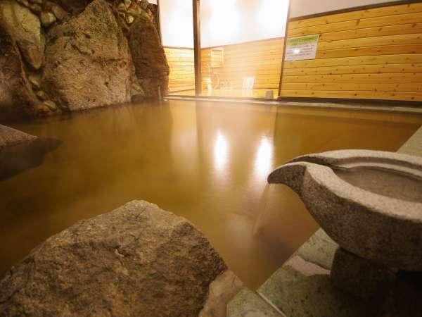 【宿泊者専用無料貸切風呂】10人は入れる広さの源泉掛け流しのお風呂をご夫婦やご家族でお楽しみ下さい