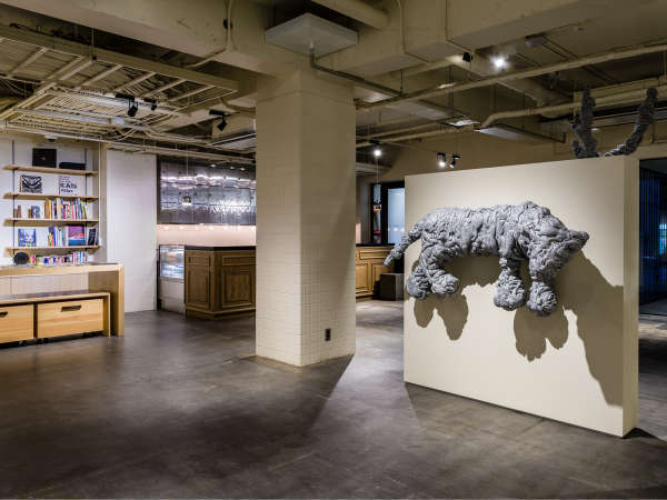 アンテルームのシンボル的存在の名和晃平氏の作品『Swell-Tiger』