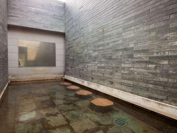 ■天然温泉大浴場 -男性露天風呂-