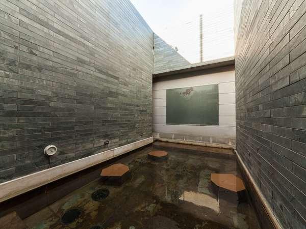 ■天然温泉大浴場 -女性露天風呂- (湯温:41~43℃)