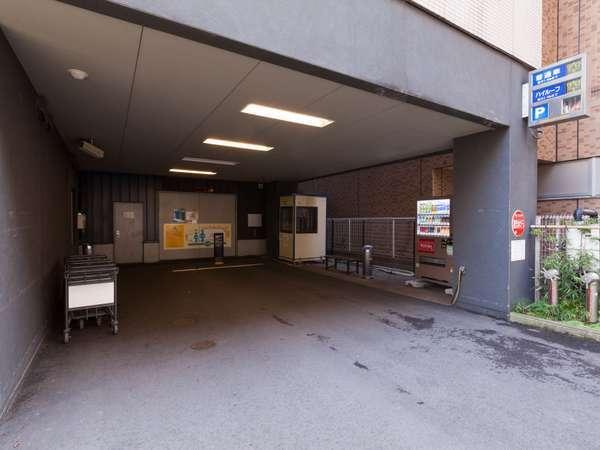ホテル専用立体駐車場 15:00~翌11:00¥1,200-