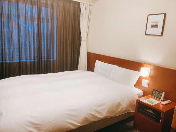 ダブルルーム 15平米 ベッドサイズ140cm×203cm シャワーブース