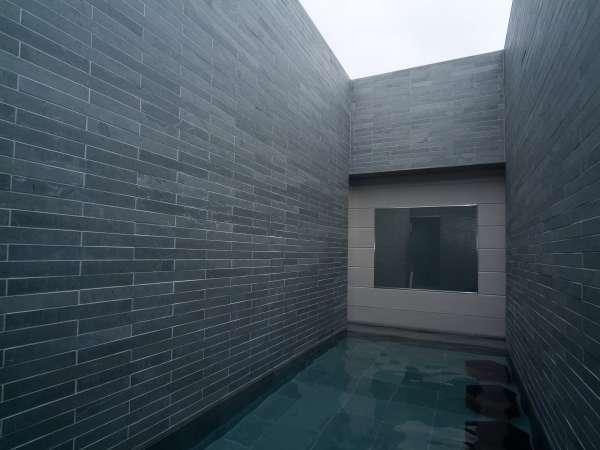 ■天然温泉大浴場 -男性露天風呂- (湯温41℃~43℃)