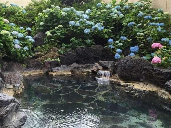 紫陽花の露天風呂 ゆっくりと旅の疲れを癒してください。