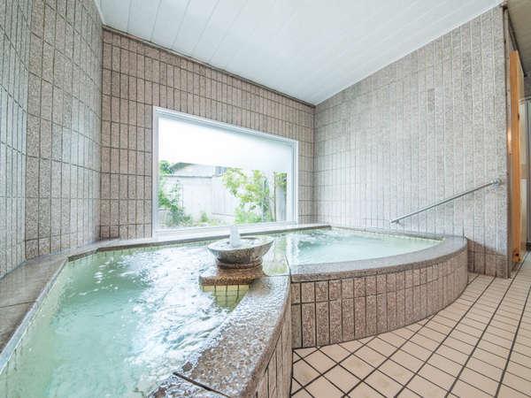 *【お風呂】広いお風呂ではございませんが、足を延ばしてごゆるりとお浸かりください。