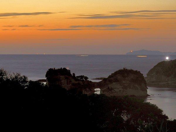 【和邸】円月島ビュー客室からは白浜のシンボル「円月島」をご覧いただけます。