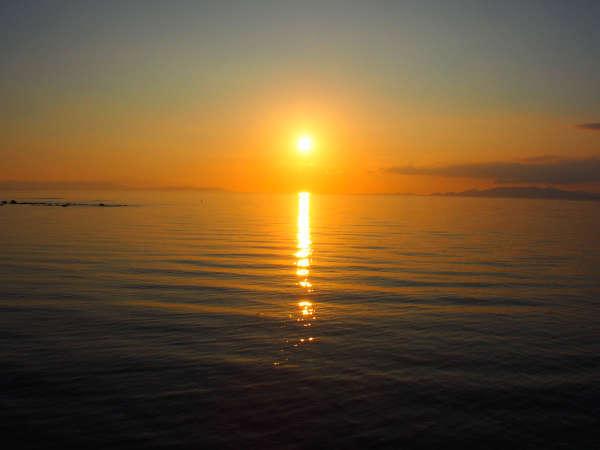 鯨道海岸から見る夕日。