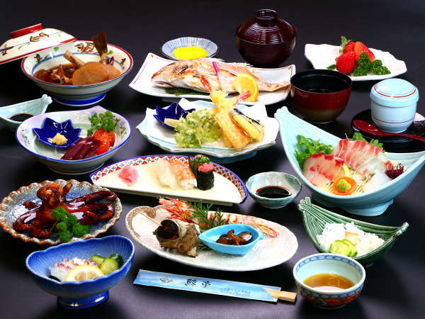 鯨亭基本コース。厳選した新鮮魚介を丁寧に調理。名物から珍味までお腹一杯楽しめるコースです。