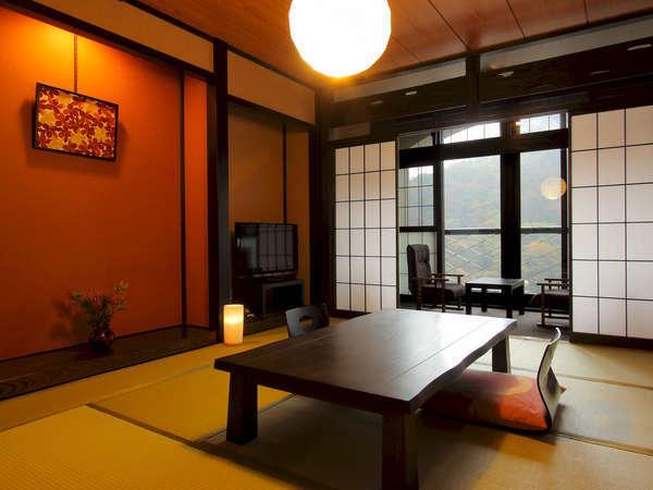 【本館一例】古民家風の造りで温か味のある温泉街眺望の客室10~12畳