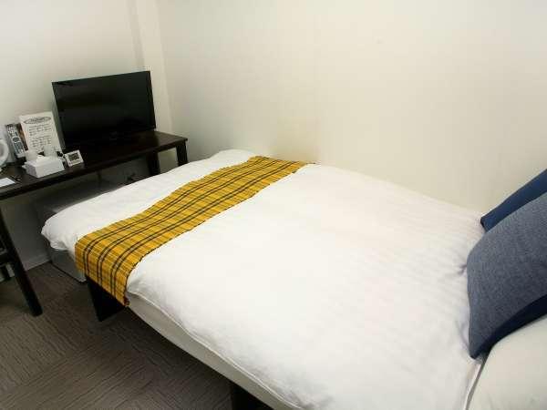 セミダブル:11.8㎡。ベッド幅120cm。個別空調、Wi-Fi、温水洗浄便座