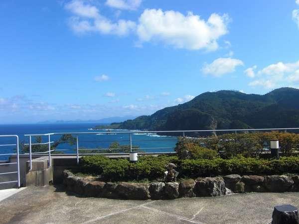 フロントロビーテラス!目の前に広がる広大な日本海をひとり占め♪絶好の撮影ポイントです♪