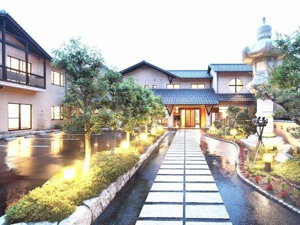 海の京都・伊根町の隠れ家的温泉宿!極上の海の幸に酔いしれる