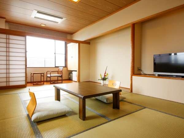 清潔感のある静かな和室のお部屋で、日頃の喧騒を忘れ、のんびりお寛ぎいただけます♪