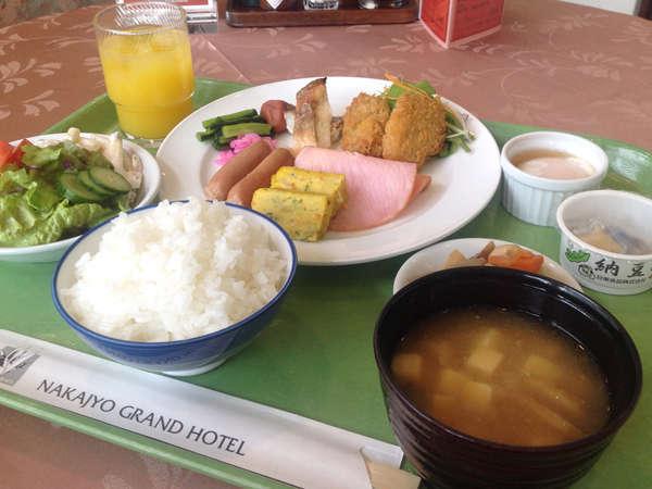 ◆朝食バイキング(一例)ごはんは、もちろん胎内産コシヒカリを使用!
