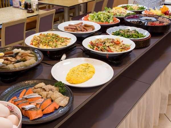 朝食バイキング★旬の地元食材を生かしたお料理をバイキング形式で提供しております