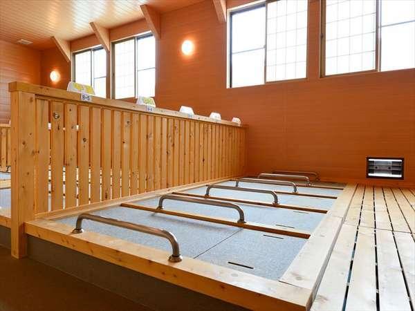 屋内岩盤浴の温度は高低2種類あり、お好みで選ぶことができます