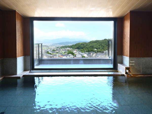 ■別所温泉随一の絶景を望む展望大浴場