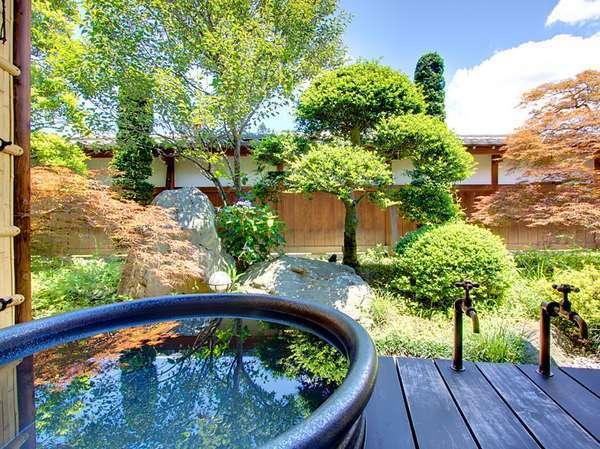 【別邸:嫁の間】日中は庭園を、夜は星空を眺めながらの露天風呂は最高です♪