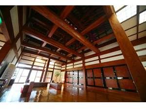 約2000坪の敷地に全5室。古民家風宿。