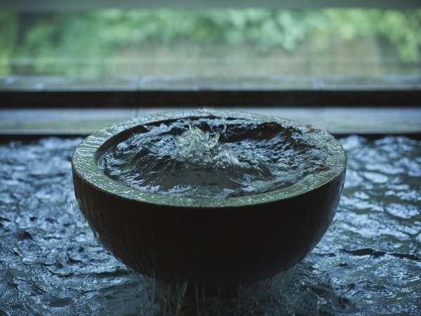 当地に噴出した温泉の湧出量は、毎分1,016リットルを誇り、質・量ともに一級品です。