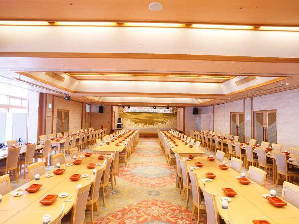 """【多目的ホール-不来方】ご朝食会場のみならず、お客様の""""大切な会議""""にも対応をしております"""