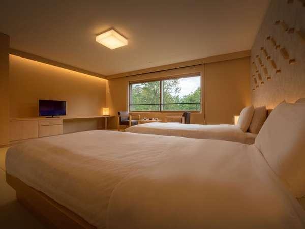 ベッドは過ごしやすいシモンズ社製のマッドレスにローベッドを導入。