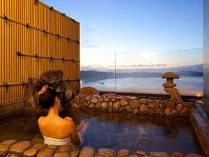 露天風呂から見る沈む夕日は、目へのご馳走です