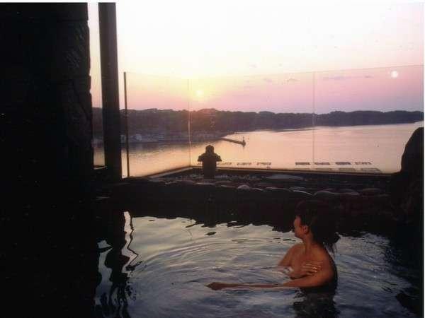 お風呂からの夕陽の鮮やかさに入浴時間が普段より長くなりますヨ!!