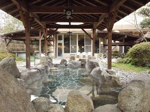 ■露天風呂の岩風呂■
