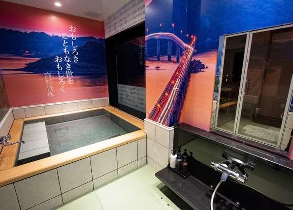 「薫 the fu-ro」『参ノ風呂』角島の夕暮れに畳のお風呂。
