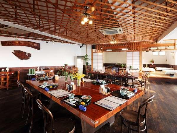 【和風郷土料理 ぴき】店内 お座敷、テーブル席、カウンター席がございます。