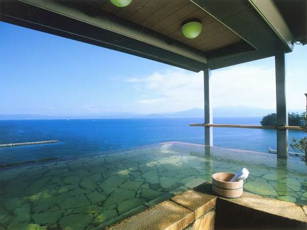 【9階・展望露天風呂】女性用「うき雲の湯」、錦江湾の大海原の絶景をお楽しみいただけます♪