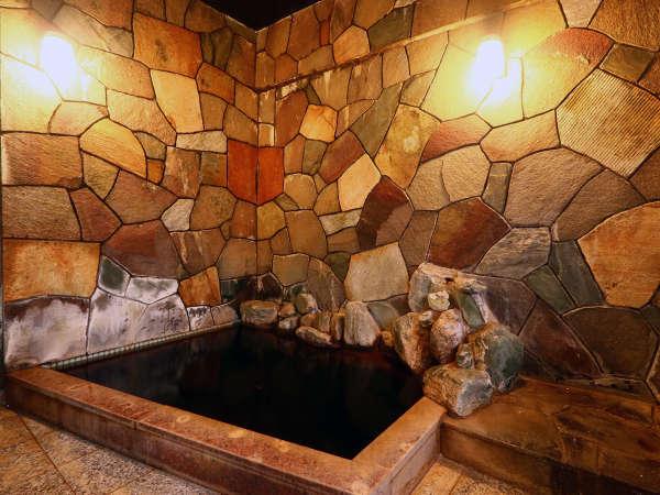 【鶴乃家】◆旬食材料理と貸切可の黒湯温泉◆シモンズベッド有