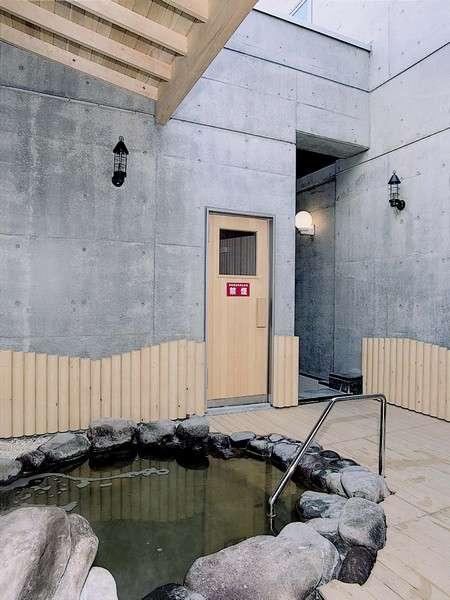 内露天風呂(吹き抜け)