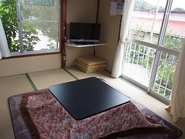 ときわ棟和室です。冬は、コタツにホットカーペットで暖かですよ♪