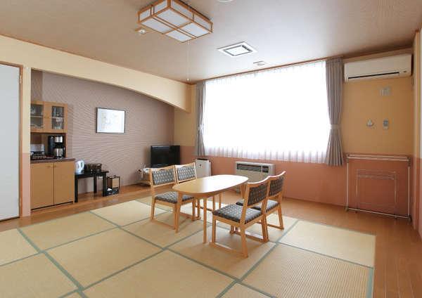 琉球畳の広々とした和室