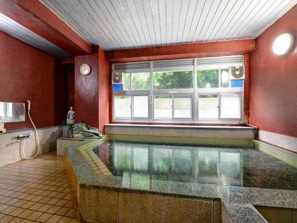 温泉 源泉掛け流しの100%天然温泉の大浴場です。
