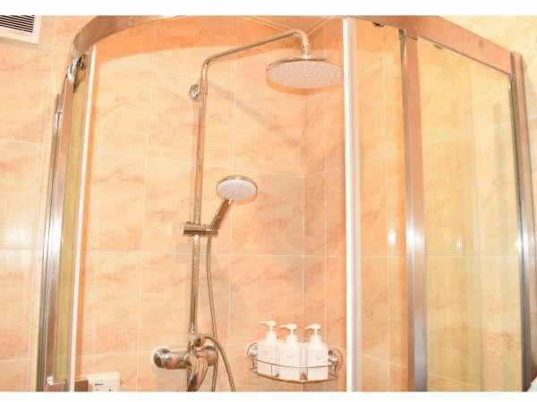 広々と使えるシャワールーム