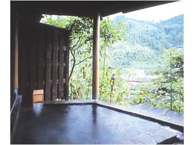 森の貸切露天風呂「高嶺の湯」