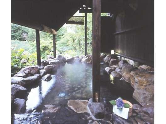 森の貸切露天風呂「瀬音の湯」