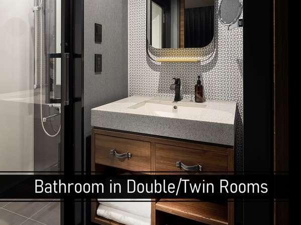 ゆとりのある客室空間を実現させるため、ダブルとツイン部屋はバスタブなしのシャワー室のみ。