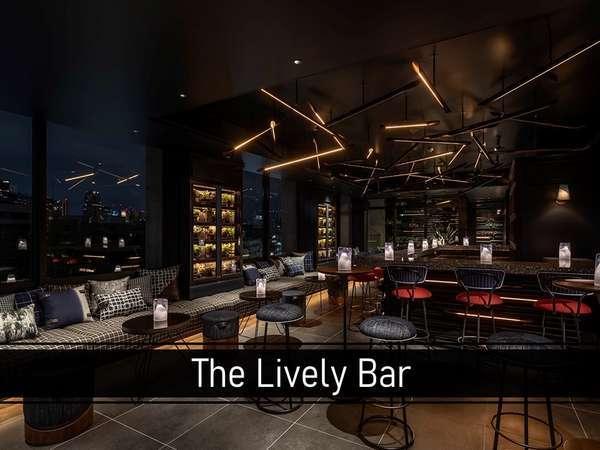 ホテル最上階のThe Lively Bar。 東京タワーを望みながら、オリジナルのシグネチャーカクテルをご用意。