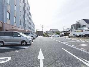 【無料第1駐車場】(普通車~ワンボックス限定)38台分の無料駐車スペースをご用意しております。